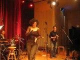 Iness Mezel en concert à Bry-sur-Marne (2009)