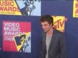 Robert Pattinson Saves Missing Children!