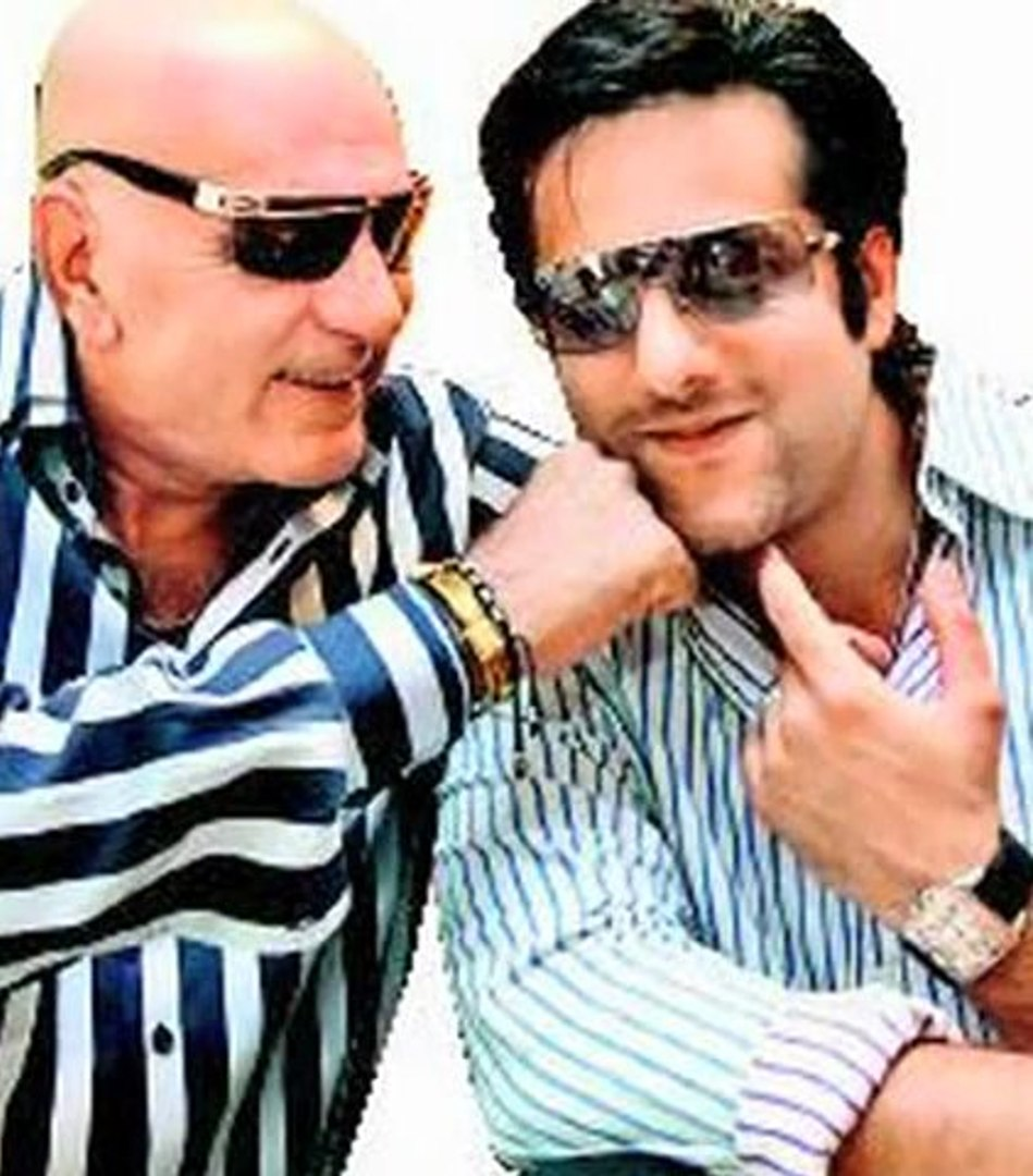 Feroz Khan's Family Pays A Tribute To The Late Actor - Bollywood News