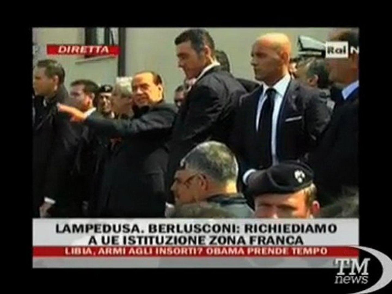 Berlusconi a Lampedusa: candideremo l'isola al Nobel per la Pace