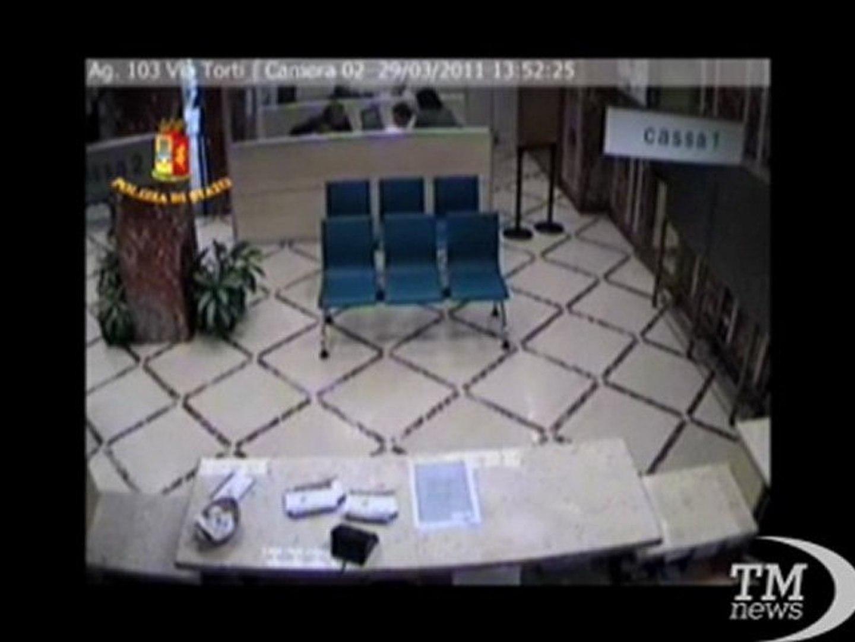 Genova, rapina una banca con un bigliettino: arrestato