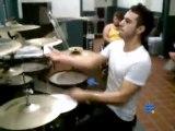 Batterie jogglage avec 3 baguettes - Drums juggling 3 sticks