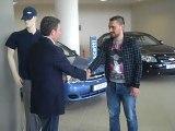 Ο νικητής του Chevrolet Matiz παραλαμβάνει το κλειδί του