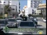 Un Kadhafi triomphant défile à Tripoli