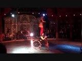 Numéro vélo acrobatique (Magic Mirrors)