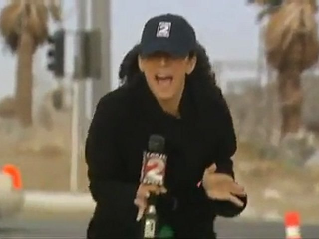 Giornalista perseguitata dal vento