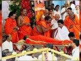 L'Inde enterre son célèbre gourou Sai Baba
