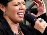 Sara Ramirez śpiewa The Story w The Grove 2011