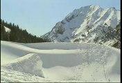 Régis fait un backflip en ski