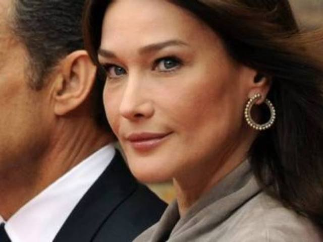 Le père de Sarkozy confirme la grossesse de Carla Bruni