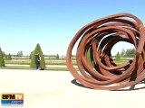Les sculptures d'acier de Venet à Versailles