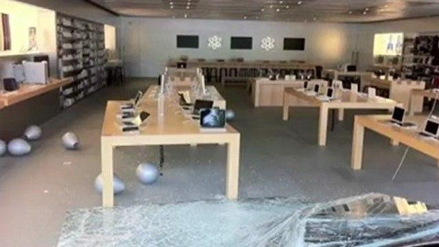 Ladrão invade loja da Apple de carro