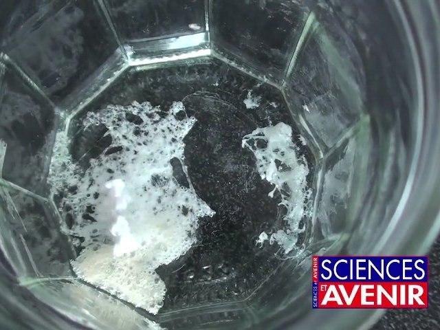 L'apprenti chimiste: Des solides qui disparaissent