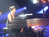 Try Sleeping With A Broken Heart : Alicia Keys Acoustic Live Paris Piano And I Concert