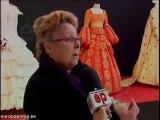 30 trajes de papel se exponen en Badajoz