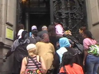 Paris : la Mairie du 10éme occupée par des Mal-Logés en Colère