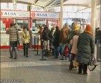 Los pasajeros buscan alternativas para poder viajar
