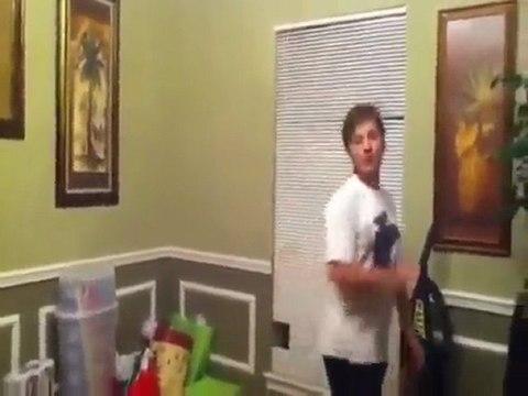 Il tabasse sa soeur parce qu'elle utilise don Iphone !