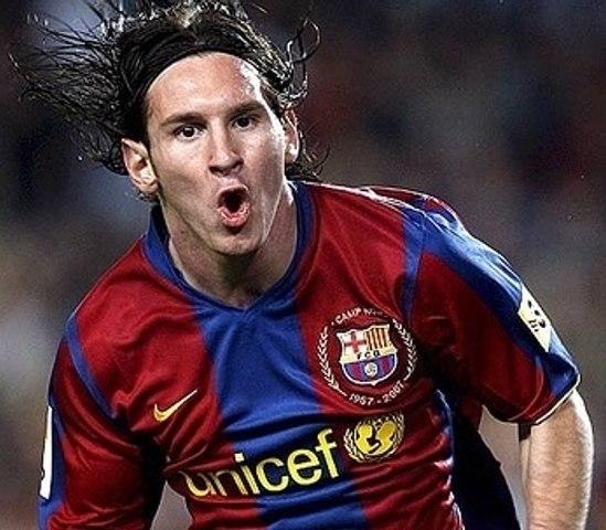 Lionel Messi - Top Lobs Compilation