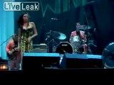Too drunk 'Amy Winehouse in Belgrad ausgebuht