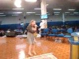 Gabrielle Vivan cantando o louvor Advogado Fiel da cantora gospel Bruna Karla