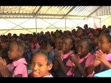 Huit mois après sa première mission en Haïti, Lilian Thuram revient à l'école Saint-Gérard