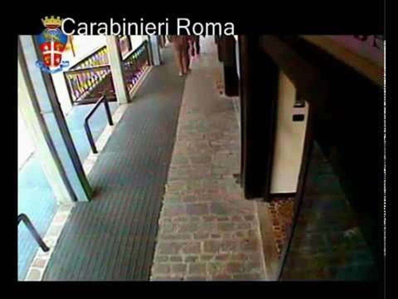 Roma - Rapina in banca minacciando con una siringa