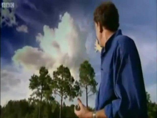 Une machine de la NASA fabrique des nuages de pluie devant la caméra