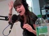 Camille fait ses vocalises sur Nova