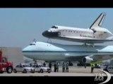 Ultimo viaggio dello space shuttle Endeavour in California. Per il grande vecchio dei cieli anche un giro d'onore