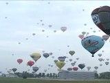 Mondial Air Ballon 2011 : record du monde de montgolfières en ligne