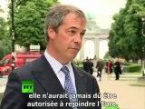 Nigel Farage enterre l'euro... humour anglais!