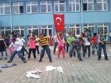 Terme Taşpınar İlköğretim Okulu 5. sınıf 23 Nisan Dans Gösterisi.. Minik Apaçiler - Minik Zombiler