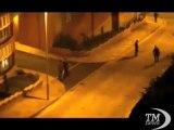 Gran Bretagna, la Rete denuncia pestaggi della polizia -VideoDoc. Video su Internet: ciclista braccato e picchiato selvaggiamente