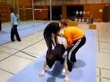 Regis fait de la gymnastique