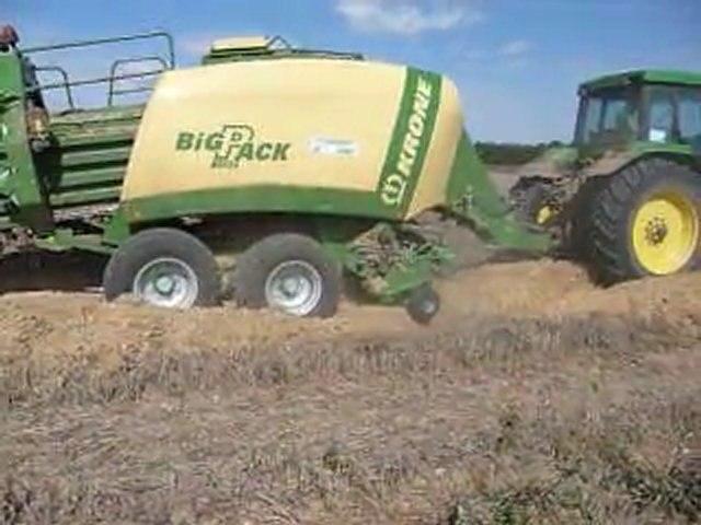 Agri Structures - Pressage de menue paille