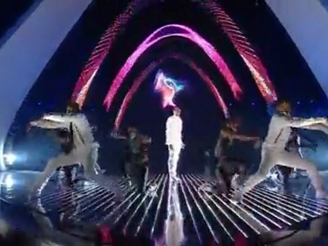 Chris Brown - Beautiful People - Live @ The VMAs 2011