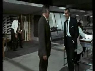 007 découvre son austin