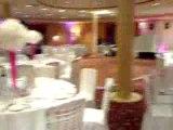 4 Mariages pour une lune de miel, décoration assurée par Flash Organisation  (Housses de chaises, rubans, Assises des mariés, Rideaux lumineux) lors du mariage de Pegguy & Ulrich pour l'émission