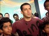 Karan Johar Won't Leave Salman Khan For Shahrukh Khan - Latest Bollywood News