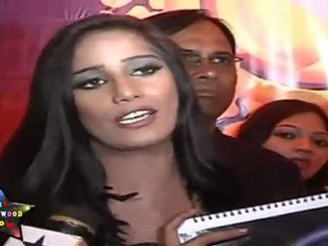 Poonam Pandey Unveiling Her Semi Nude Calender & Promises To Go Fully Nude Soon – Full Video