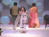 Sexy Bomb Models Show Their Sexy Waist,Bosoms & Sexy Legs At IIJW 2011