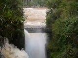 7_ Chutes d'Iguaçu, débit rapide avec fleuve au fond, côté Argentine