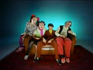 Les Voyageurs du temps -La télé sur canapé_