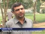 Au Pakistan, le cricket se joue aussi avec des béquilles