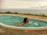 Nage dans un spa de nage mosaique Clair Azur
