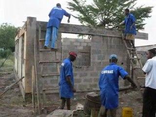 Construction du bâtiment administratif - montage photo Juin 2011