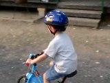 Lucas à vélo