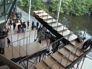 Infinite Staircase - Featurette Infinite Staircase (Anglais)