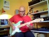 démo d'une guitare type stratocaster assemblée au magasin Guitare N KO à Rennes. montée en micros Van Zandt Blues